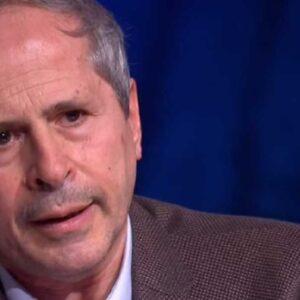 """Andrea Crisanti: """"Siamo a un passo da una nuova variante di coronavirus resistente ai vaccini"""""""