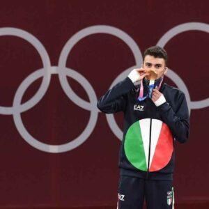 """Vito Dell'Aquila prima medaglia d'oro alle Olimpiadi di Tokyo e appello agli italiani: """"Vaccinatevi come me"""""""