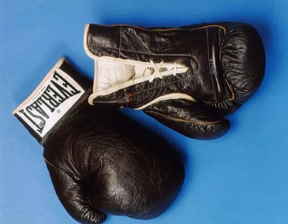 Youness Baalla come Tyson: tenta di mordere l'avversario durante il match