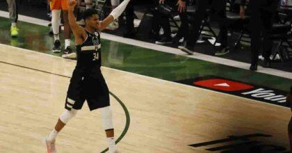 Nba, Milwaukee Bucks campioni dopo 50 anni: Giannis Antetokounmpo segna 50 punti in gara 6
