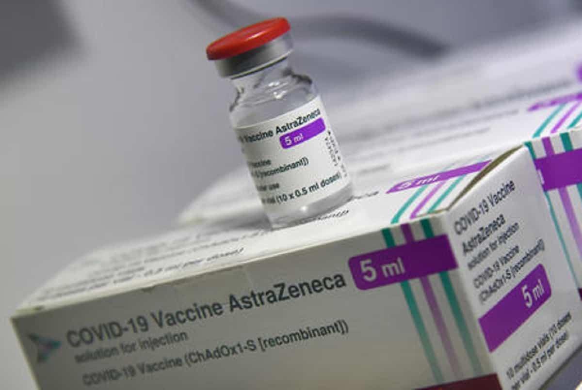 Vaccini, AstraZeneca al posto di Pfizer: una ventina di ragazzi sotto osservazione