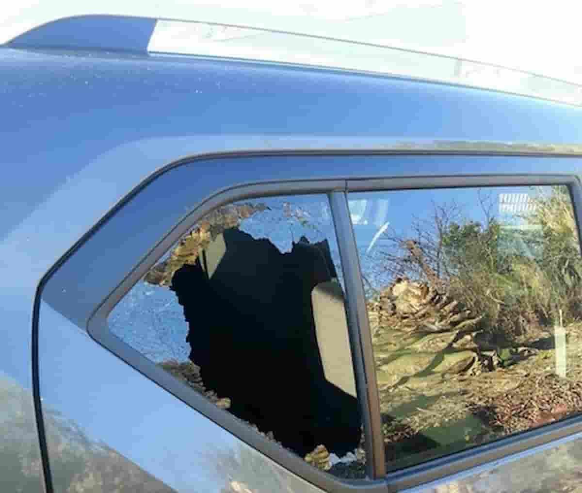 Porta di Roma, auto distrutte nel parcheggio in via Wanda Osiris