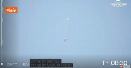Jeff Bezos, video dell'atterraggio di Blue Origin: volo riuscito, 11 minuti nello spazio