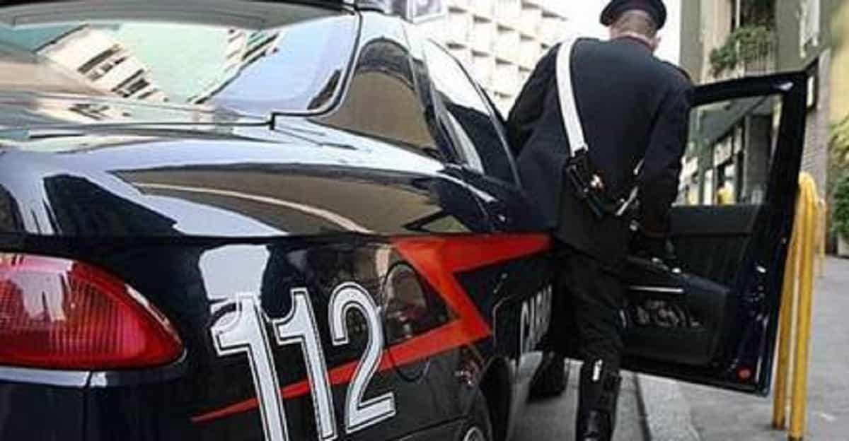 Arquata Scrivia, uomo tenta suicidio: carabiniere lo salva ma resta ferito alla mano
