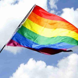 Cerignola: 14enne difende amico gay e viene pestata per strada dal branco di bulli