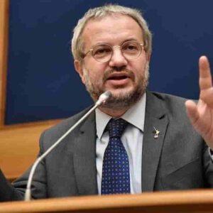 """Claudio Borghi (Lega): """"Mi chiedono se sono vaccinato, ma non chiedono ai gay se hanno l'HIV"""""""