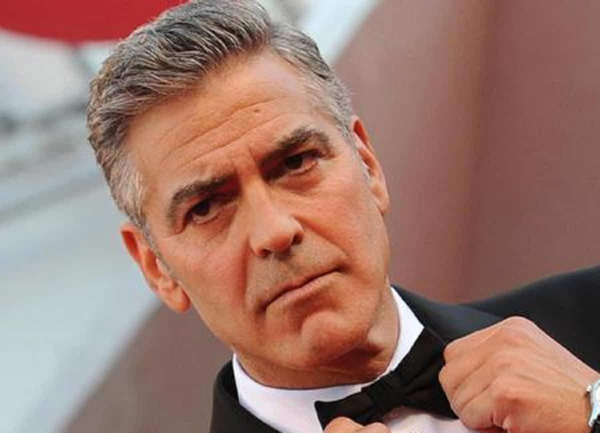 """Laglio, George Clooney dopo l'alluvione va tra i volontari. Il racconto: """"Era lui che faceva le foto a noi"""""""