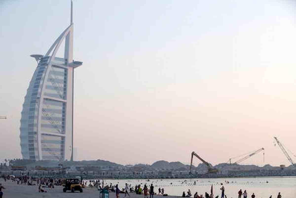 Trecento studenti italiani bloccati a Dubai, duecento di loro sono positivi al Covid