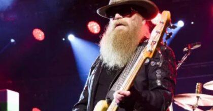 Dusty Hill morto a 72 anni, il bassista dei ZZ Top da oltre 50 anni era malato da tempo