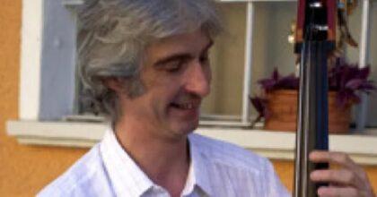 Enzo Frassi, il musicista jazz morto in un incidente stradale vicino Piacenza: aveva 54 anni