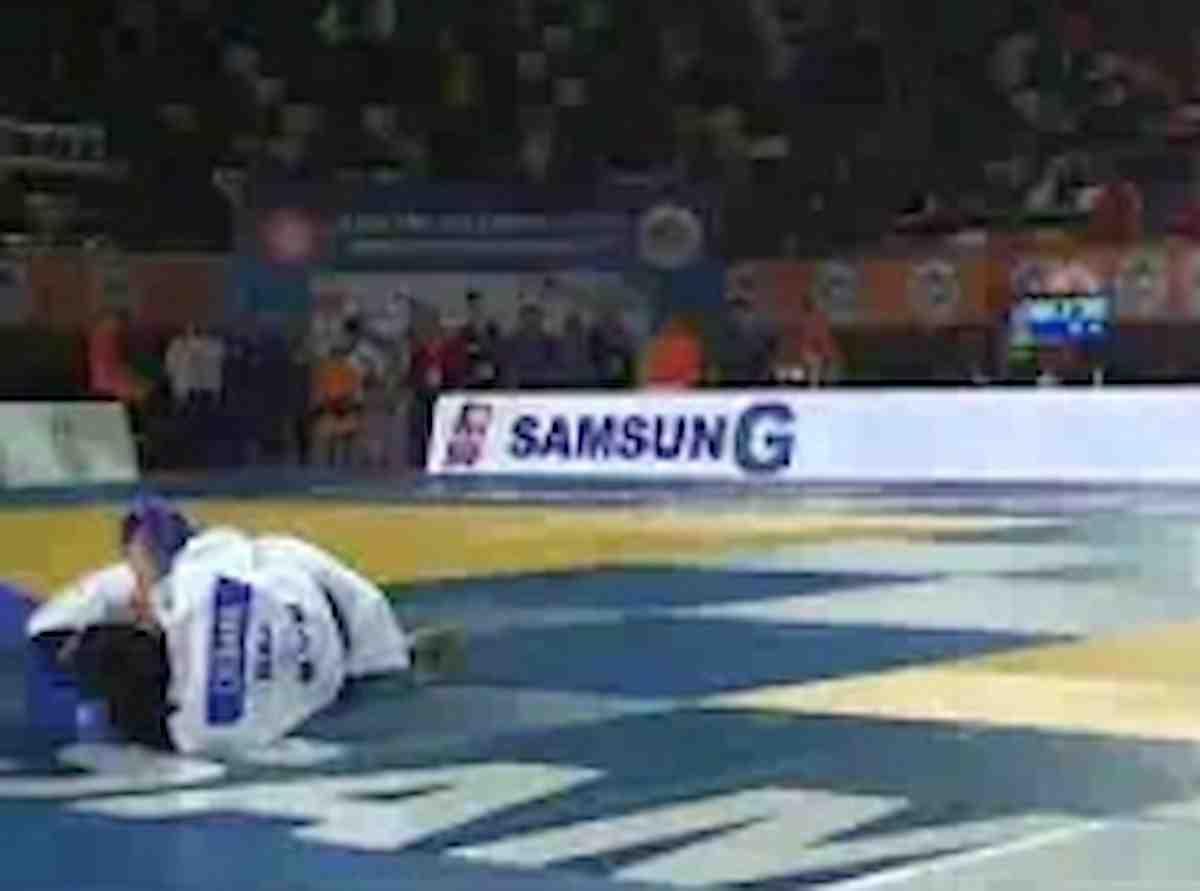 Fethi Nourine, judoka dell'Algeria si ritira da Olimpiadi Tokyo perché non vuole affrontare un israeliano