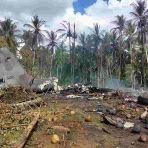 Filippine, incidente mortale: aereo militare si schianta sull'isola di Jolo, almeno 45 morti