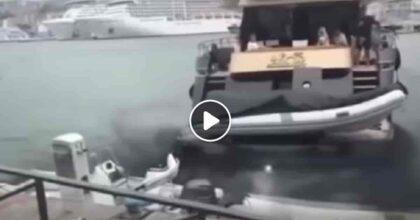 Genova, yacht contro l'Isola delle Chiatte nel porto antico: errore del pilota in retromarcia VIDEO