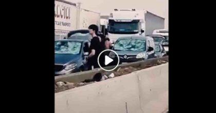 Grandine tra Fidenza (Parma) e Fiorenzuola (Piacenza) distrugge parabrezza auto sulla A1 VIDEO