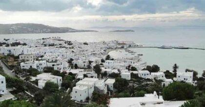 Coronavirus Grecia, diffusione variante Delta: governo invia agenti a Mykonos e Ios nei locali frequentati dai giovani