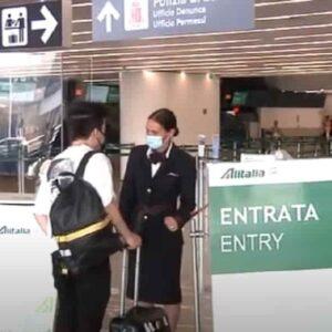 Green Pass al via: i primi imbarchi all'aeroporto di Fiumicino. Come funziona e come richiederlo VIDEO