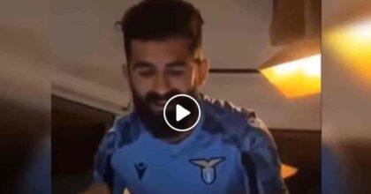 """Hysaj canta Bella Ciao per presentarsi alla Lazio: sarebbe stato quasi meglio """"Grazie Roma""""..."""