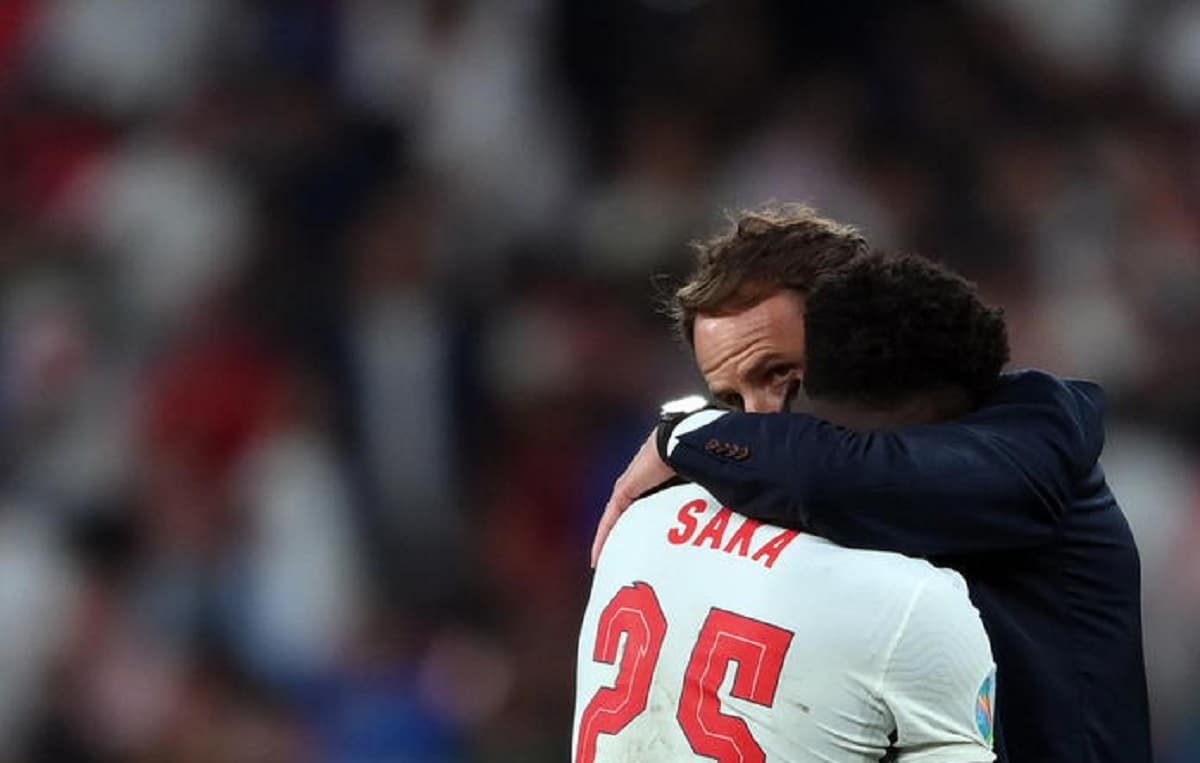 Italia-Inghilterra, i tifosi inglesi e gli insulti razzisti contro i tre rigoristi Saka, Rashford e Sancho