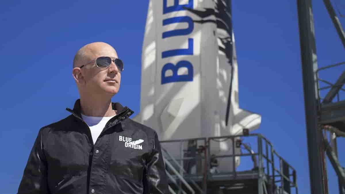 Jeff Bezos lascia Amazon nelle mani di Andy Jassy: lui si lancia nello spazio con Blue Origin