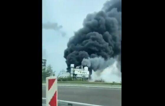 """Esplosione in un impianto chimico a Leverkusen e nube tossica, """"restate chiusi in casa"""" VIDEO"""