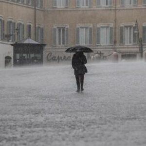Meteo, arriva il maltempo. Pioggia, grandine e vento al Nord e Centro. Allerta arancione in Lombardia