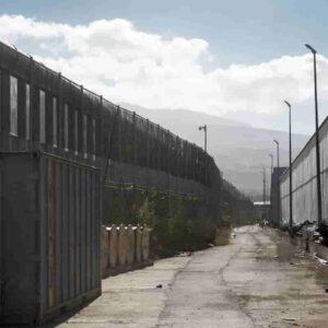 Melilla: 230 migranti scavalcano la barriera ed entrano in Spagna tramite l'enclave