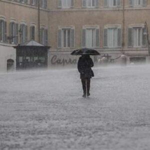 Meteo, le previsioni per il weekend: piogge e maltempo anche al Centro e al Sud