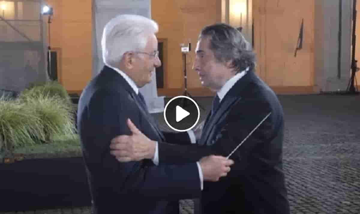 Riccardo Muti al Quirinale regala la bacchetta a Mattarella VIDEO, ma secondo Dagospia ignora Draghi