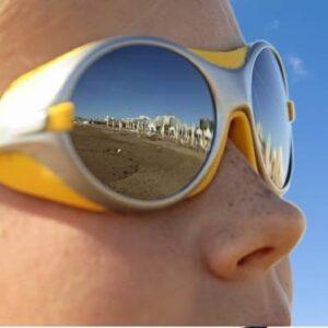 Gli occhiali da sole vanno indossati da marzo a settembre (anche nelle giornate nuvolose). I consigli degli esperti