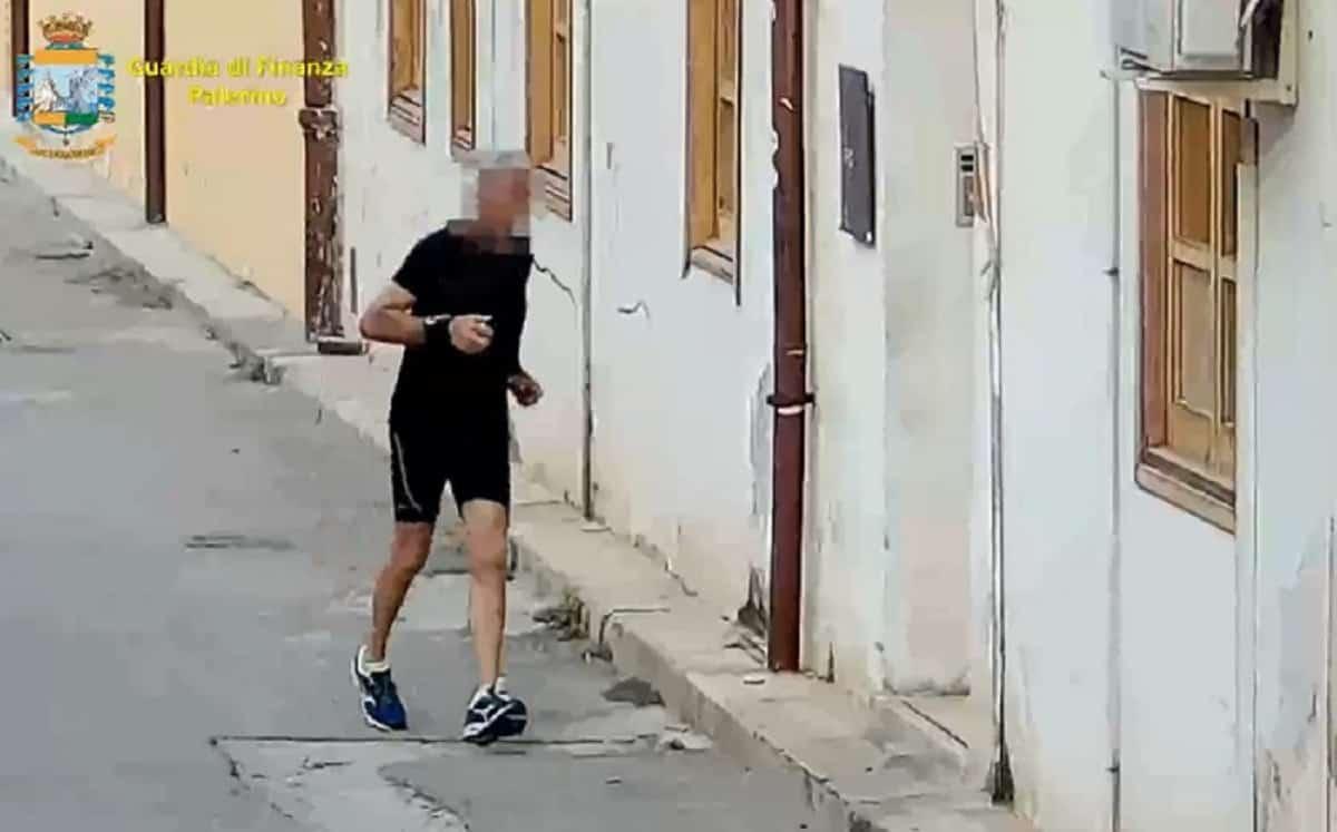 Comune di Palermo, timbrano il cartellino e vanno a fare jogging: nei guai 28 dipendenti