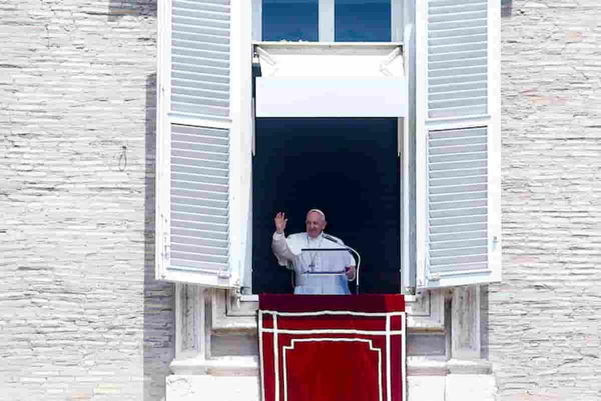 Papa Francesco, operazione al colon durata tre ore: resterà ricoverato al Gemelli per 7 giorni