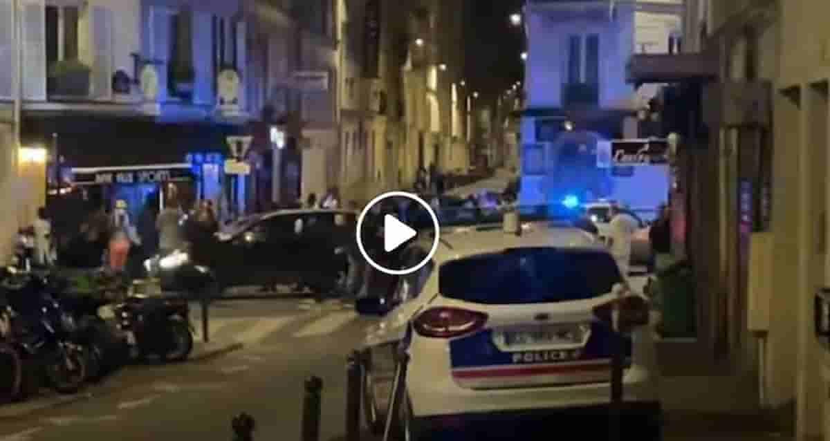 Parigi, auto contro tavolini di un bar in rue Sauffroy poi fugge: un morto e alcuni feriti