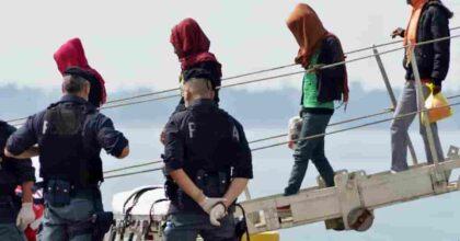Hotspot Taranto: due poliziotti positivi dopo contatti con migranti, altri 10 in quarantena