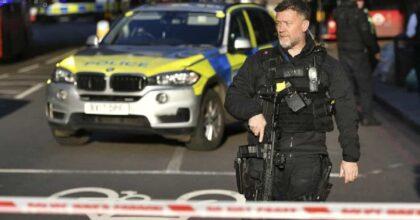 Crawley (Regno Unito), ragazza accoltella e uccide un 24enne. Il dolore della comunità locale