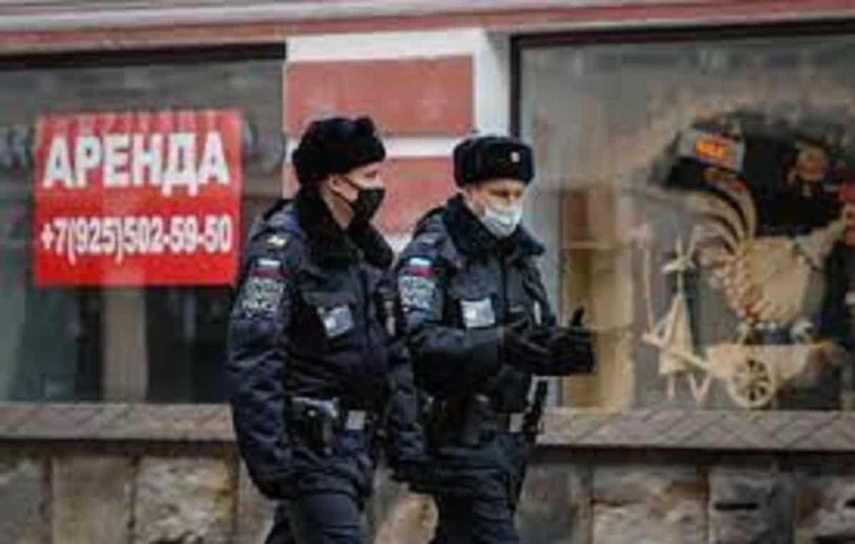 Russia, 35enne muore schiacciata da enormi schermi televisivi durante il suo compleanno