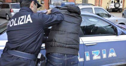 Marsala, tunisino aggredisce i poliziotti e viene arrestato: poi scappa e lo arrestano di nuovo