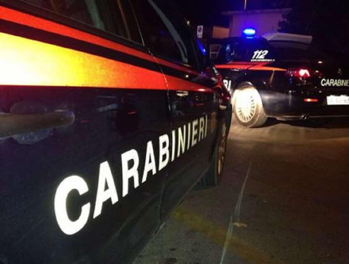 Prato, madre aggredisce carabinieri col... mattarello. Stavano perquisendo il figlio