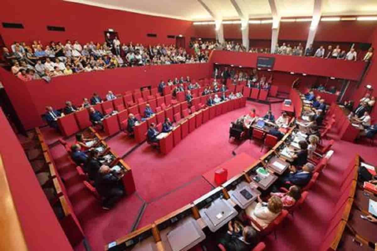 Tribano, il sindaco bestemmia durante la diretta streaming del consiglio comunale