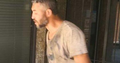 Sparatoria Voghera, in un video Youns El Boussettaoui colpisce l'assessore con un pugno