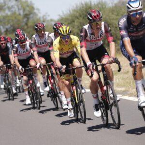 Tour de France, raid poliziesco antidoping: 40 agenti fanno irruzione. Ma che fretta c'era?