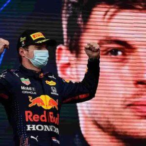 Fomula 1, GP d'Austria, Verstappen primo dall'inizio alla fine: Mercedes kaputt, benino le due Ferrari