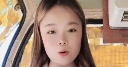 Xiao Qiumei, cade da una gru e precipita per 43 metri durante una diretta: morta influencer di Tik Tok