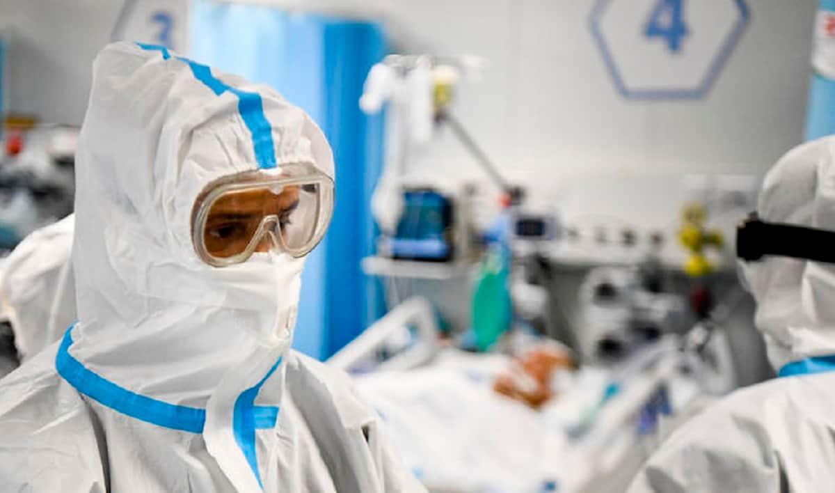 Covid, il primo caso della doppia variante: 90enne infettata da britannica e sudafricana