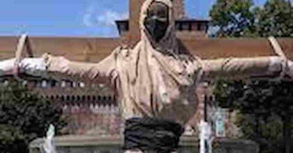 Afghanistan, appello alle femministe: perché questo muro di silenzio sulla violenza dei talebana contro le donne?