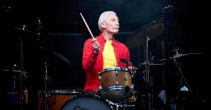 Charlie Watts è morto: il batterista e cofondatore dei Rolling Stones aveva 80 anni