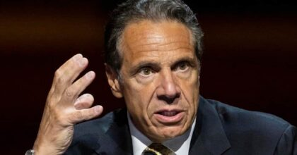 Andrew Cuomo, governatore New York accusato di aver molestato 11 donne