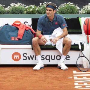 Roger Federer, altro infortunio al ginocchio: ci sarà l'operazione e starà fuori per mesi