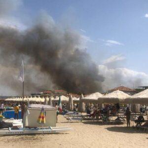 Incendi Pescara e Costa dei Trabocchi: bagnanti in fuga, brucia la pineta dannunziana VIDEO