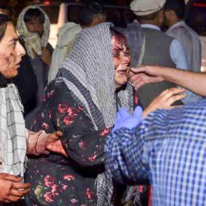 Isis colpisce in Afghanistan: i nemici dei talebani dietro l'attentato kamikaze all'aeroporto di Kabul