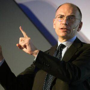 Ferragosto incendia la Politica, molti sbroccano, idillio Letta-Conte ansia Pd, si scaldano Bonaccini e Provenzano